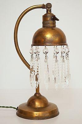 Sehr zierliche museale original französische Tischlampe