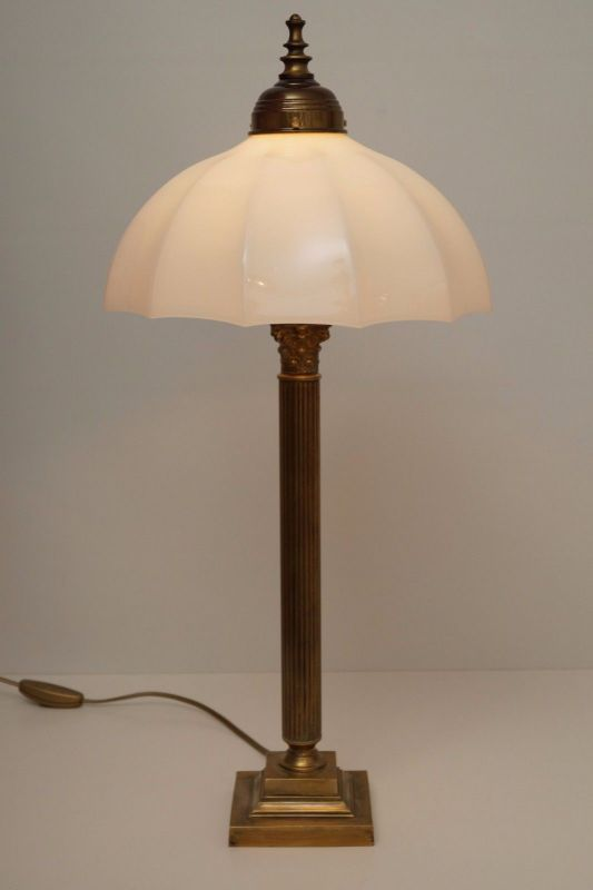 Klassische deutsche Messinglampe Unikat Art Deco Schreibtisch Opalglas