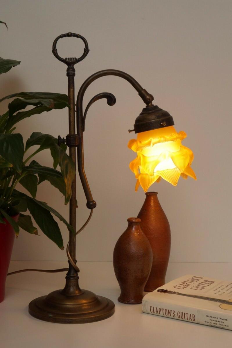 Wunderschöne Jugendstil Tischlampe Leseleuchte Shabby Chic Rosenglas Messing 2