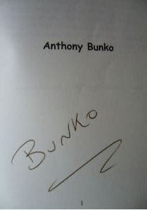 Bunko, Anthony. The Tale of Two Shagging Monkeys: The Siege of El Rancho: Anthony Bunko Verlagsbild Größeres Bild ansehen The Tale of Two Shagging Monkeys.
