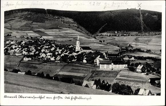 Ak Oberwiesenthal Erzgebirge, Blick zum Ort mit Kirche
