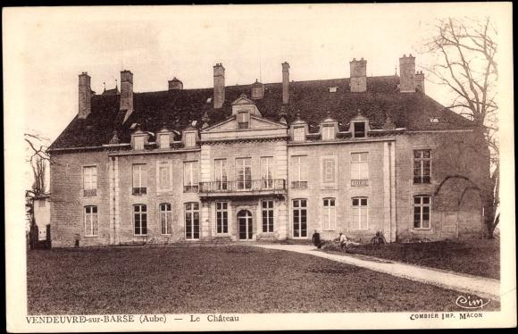Ak Vendeuvre sur Barse Aube, BLick auf das Chateau, Weg, Frontansicht, Balkon
