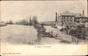 Ak Donchery Ardennes, La Meuse, Flusspartie mit Blick auf ein Haus, Schornstein