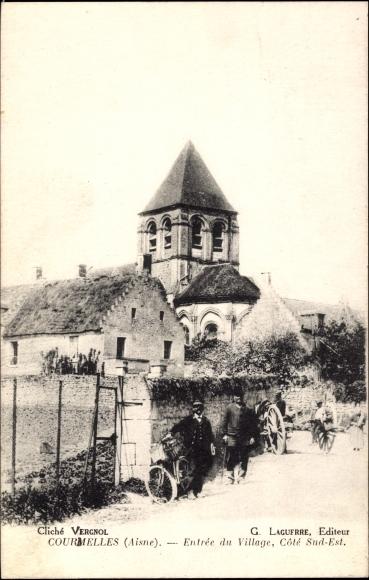 Ak Courmelles Aisne, Entree du Village, Cote Sud Est, Kirche, Karren, Fahrrad