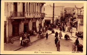 Ak Béja Tunesien, Rue Khédrine, Straßenpartie, Passanten