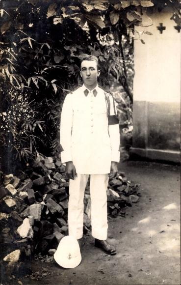 Foto Ak Französischer Matrose in weißer Uniform