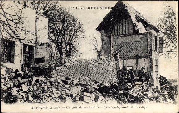 Ak Juvigny Aisne, Un coin de maisons, rue principale, route de leuilly