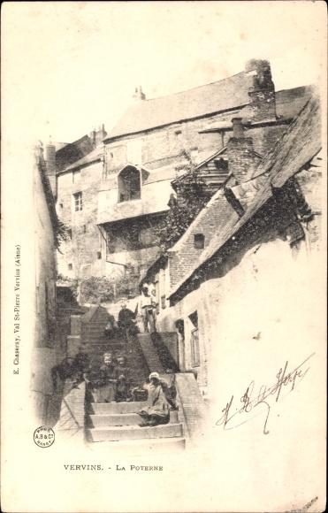Ak Vervins Aisne, La Poterne, Treppe, Häuser, Fassaden, Kinder