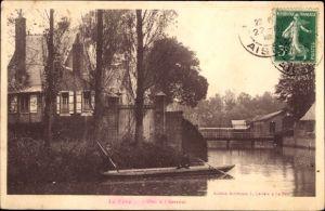 Ak La Fere Aisne, L'Oise a l'Arsenal, Flusspartie, Ruderboot, Haus, Brücke