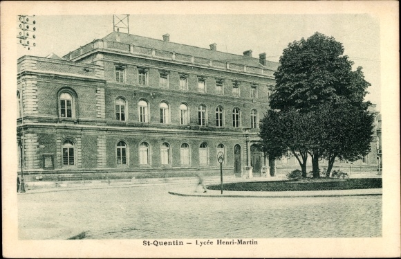 Ak St. Quentin Aisne, Lycée Henri Martin, Blick auf die Schule