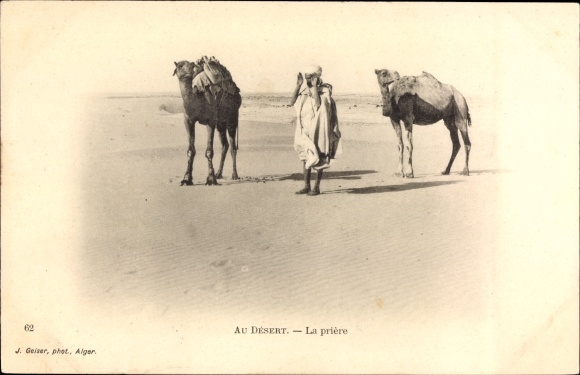 Ak Au Desert, la priere, Mann beim Beten in der Wüste, Kamele