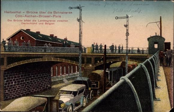 Ak Herbesthal Lontzen Wallonien Lüttich, Brücke über die Bahnstrecke, Autos