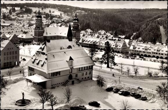 Ak Freudenstadt im Schwarzwald, Marktplatz mit Stadthaus, Stadtkirche im Winter