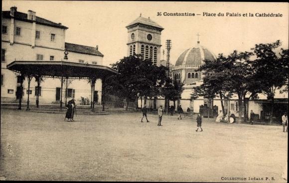 Ak Constantine Algerien, Place du Palais et la Cathedrale, Platz, Kathedrale