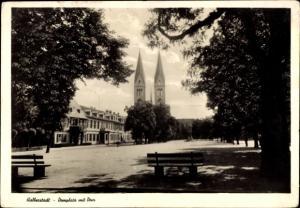 Ak Halberstadt in Sachsen Anhalt, Domplatz mit Dom, Wohnhäuser, Bäume