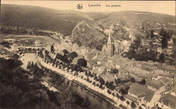 Ak La Roche en Ardenne Wallonien Luxemburg, Vue générale, Totale, Ort, Kirche