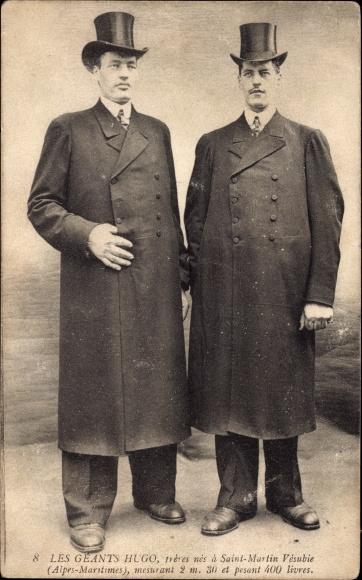 Ak Le Géants Hugo, frères nés à Saint Martin Vésubie, 2.30m hauteur