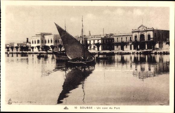 Ak Sousse Tunesien, Un coin du Port, Boot im Hafen