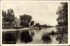 Ak Mooi Friesland Niederlande, Flusspartie, Haus mit Reetdach