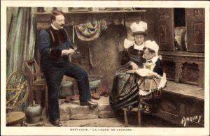 Ak Bretagne, La Lecon de Lecture, Bretonische Familie, Wohnstube