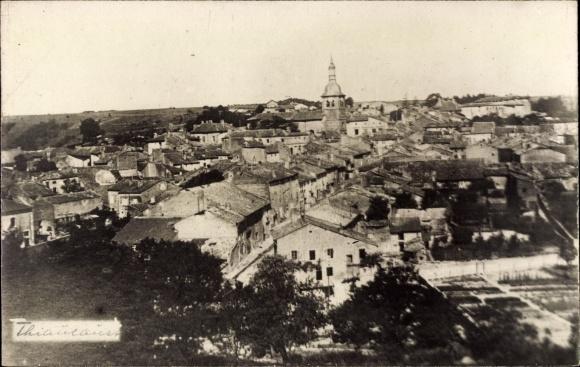 Foto Ak Thiancourt Meurthe et Moselle, Panorama der Ortschaft, Kirchturm