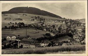 Ak Bärenstein Erzgebirge, Totalansicht der Ortschaft, Berg, Felder
