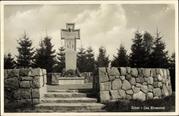 Ak Süsel in Ostholstein, Ansicht vom Ehrenmal, Kriegerdenkmal