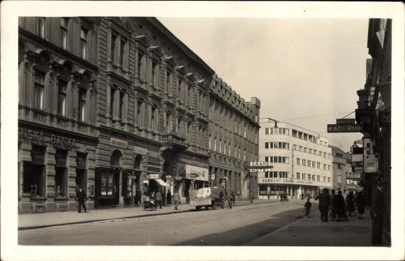 Ak Hradec Králové Königgrätz Stadt, Jirikova trida, Straßenpartie,Bank,Geschäfte
