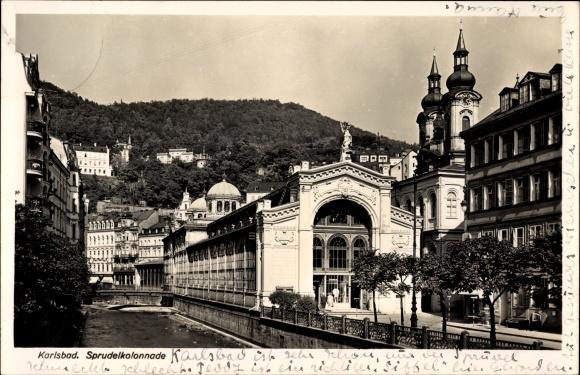 Ak Karlovy Vary Karlsbad Stadt, Ansicht der Sprudelkolonnade
