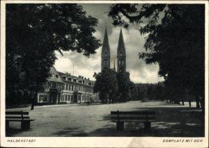 Ak Halberstadt in Sachsen Anhalt, Domplatz mit Dom