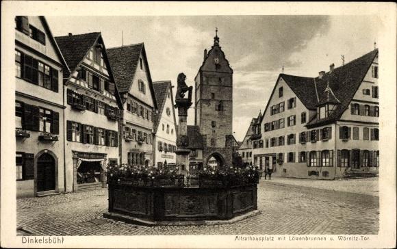 Ak Dinkelsbühl im Kreis Ansbach Mittelfranken,Altrathausplatz,Löwenbrunnen,Tor