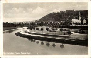 Ak Saarbrücken im Saarland, Neue Saaranlage, Flusspartie, Kirche
