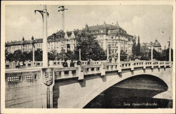 Ak Gera in Thüringen, Partie an der Heinrichsbrücke, Fluss, Gebäude