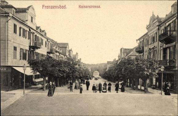 Ak Františkovy Lázně Franzensbad Reg. Karlsbad, Kaiserstraße, Passanten