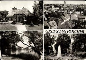 Ak Parchim in Mecklenburg Vorpommern, Blick auf den Ort, Haus mit Reetdach
