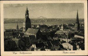 Ak Riga Lettland, Stadtpanorama mit Blick auf Kirchen und Fluss