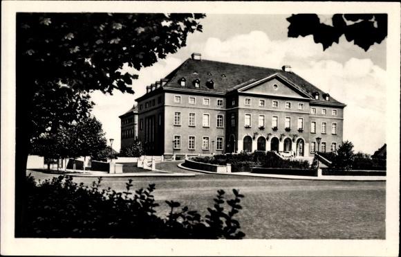Ak Leuna an der Saale, Werke Walter Ulbricht, Das Feierabendhaus von außen