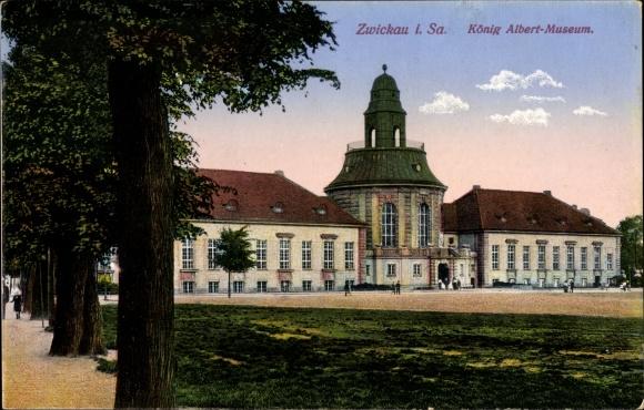 Ak Zwickau in Sachsen, Blick auf das König Albert Museum, Vorplatz, Bäume