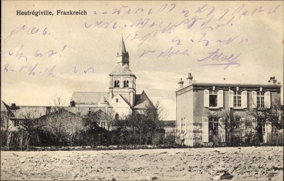 Ak Heutrégiville Marne, Blick zur Kirche, Gebäude, Felder