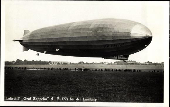 ak friedrichshafen luftschiff graf zeppelin bei der landung auf dem werftgel nde nr 7729170. Black Bedroom Furniture Sets. Home Design Ideas