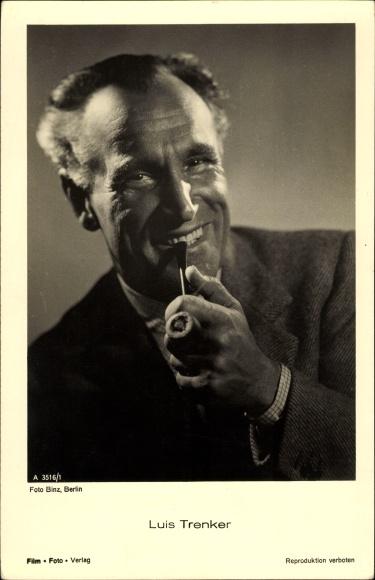 Ak Schauspieler Luis Trenker, A 3516 1, Portrait mit Pfeife