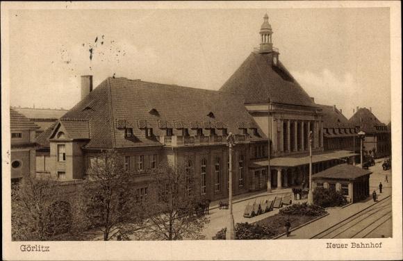 Ak Görlitz in der Lausitz, Neuer Bahnhof, Straßenseite