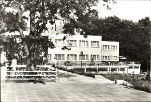 Ak Grosszerlang Rheinsberg in Brandenburg, Schulungs und Erholungszentrum Adamswalde, Hauptgebäude