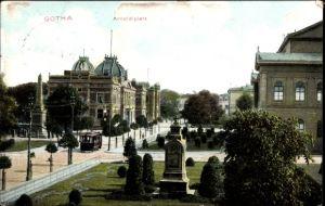 Ak Gotha im Thüringer Becken, Blick auf den Arnoldiplatz, Denkmal, Gebäude