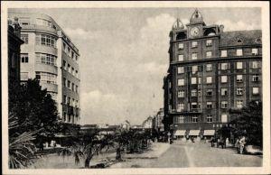 Ak Plzeň Pilsen Stadt, Straßenpartie, Gebäude, Palmen