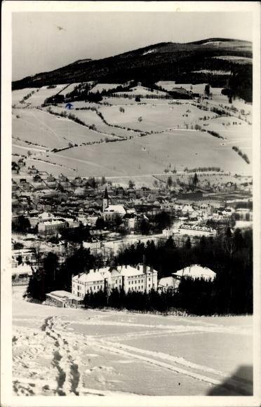 Ak Jeseník Freiwaldau Reg. Olmütz, Totalansicht der Ortschaft im Winter