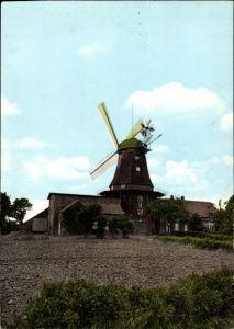 Ak Pewsum Krummhörn in Ostfriesland, Blick auf die Windmühle, Feld