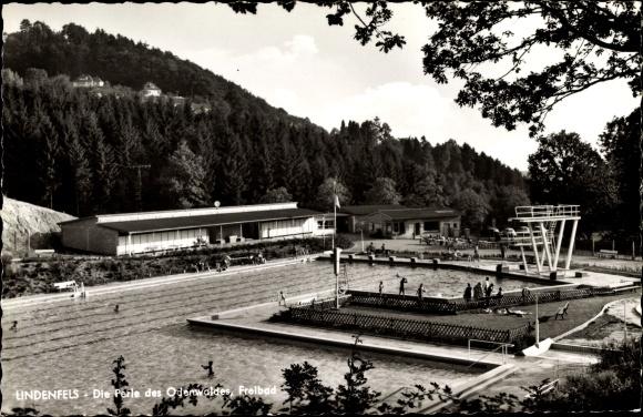 Ak Lindenfels im Odenwald Hessen, Blick auf Freibad, Sprungtürme, Badegäste
