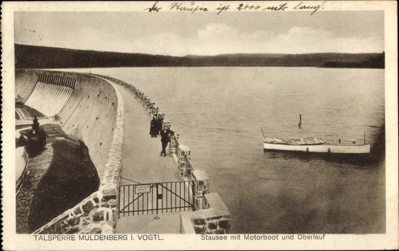 Ak Grünbach im Vogtland Sachsen, Talsperre Muldenberg, Stausee mit Motorboot und Überlauf