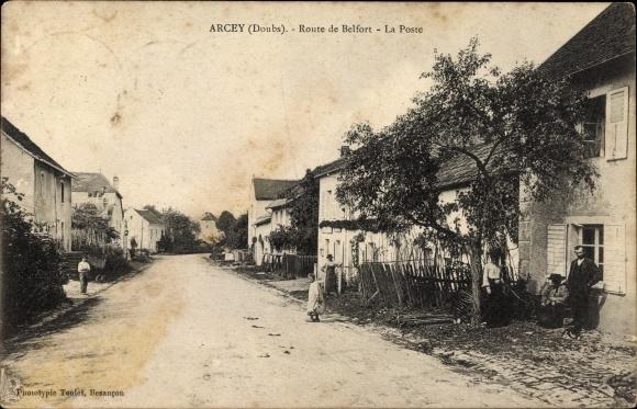 Ak Arcey Doubs, Route de Belfort, La Poste, Postamt, Straßenpartie